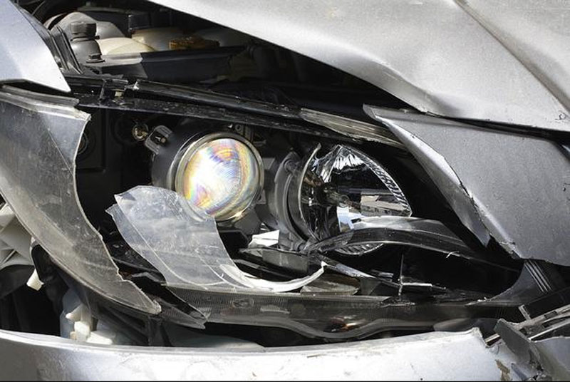 lexus with missing headlamp